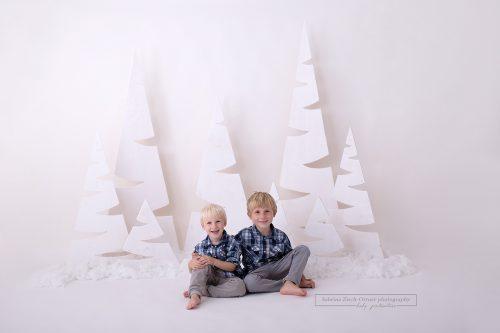 Geschwisterfoto gemacht bei der Weihnachtsminisession von Sabrina Zisch Ortner