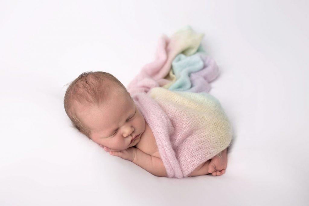 Neugeborenen Regenbogen Baby Fotoshooting Wien