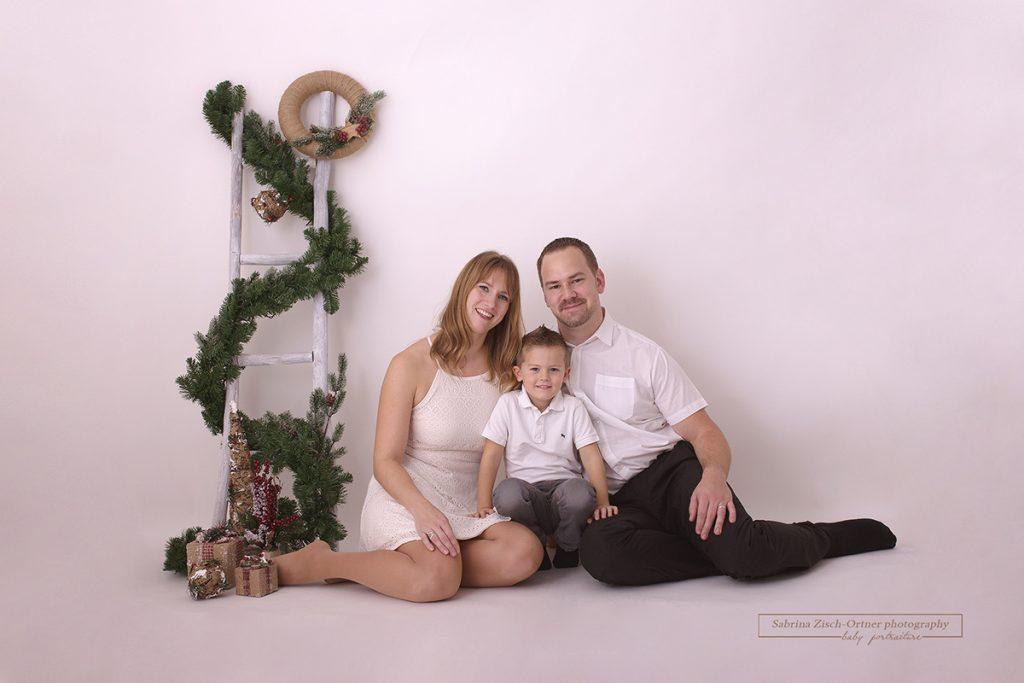 Familiäre Weihnachtsbilder bei Minisession 2018 bei Familienfotografin Sabrina Zisch-Ortner