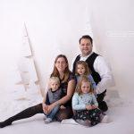 Familie mit 3 kleinen Kindern zu Besuch in meinem Studio in 1220 Wien