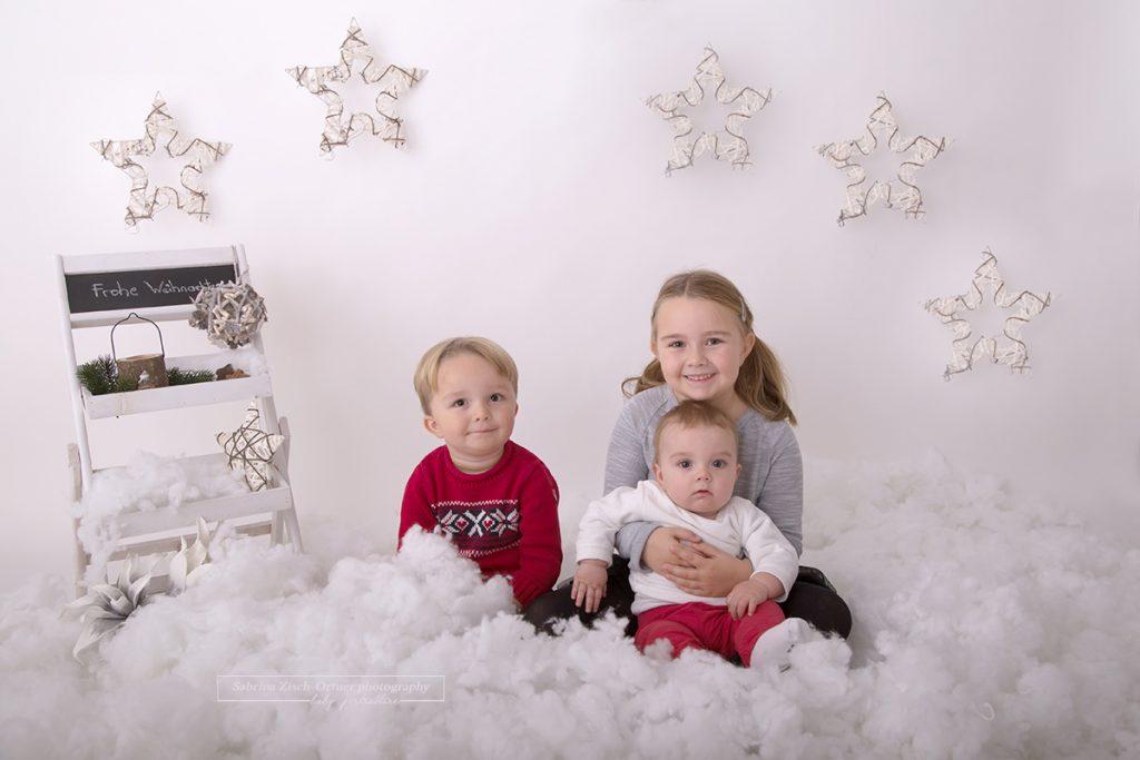 Geschwister Weihnachtsfoto