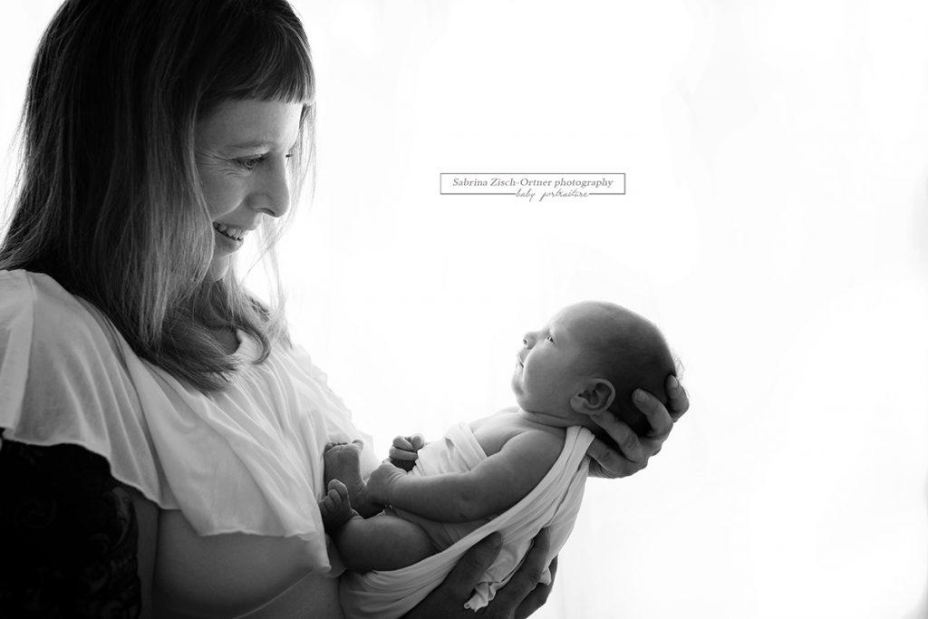 Mama und Neugeborenen Foto gemacht von Zisch-Ortner