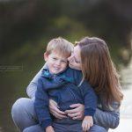 Mama und ihr vierjähriger Sohn bei einem Fotoshooting bei Sabrina Zisch-Ortner photography
