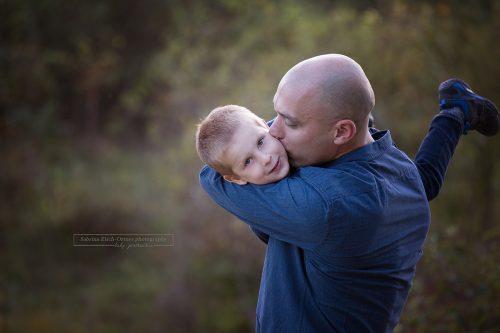 Foto aus dem Leben von Papa und Sohn