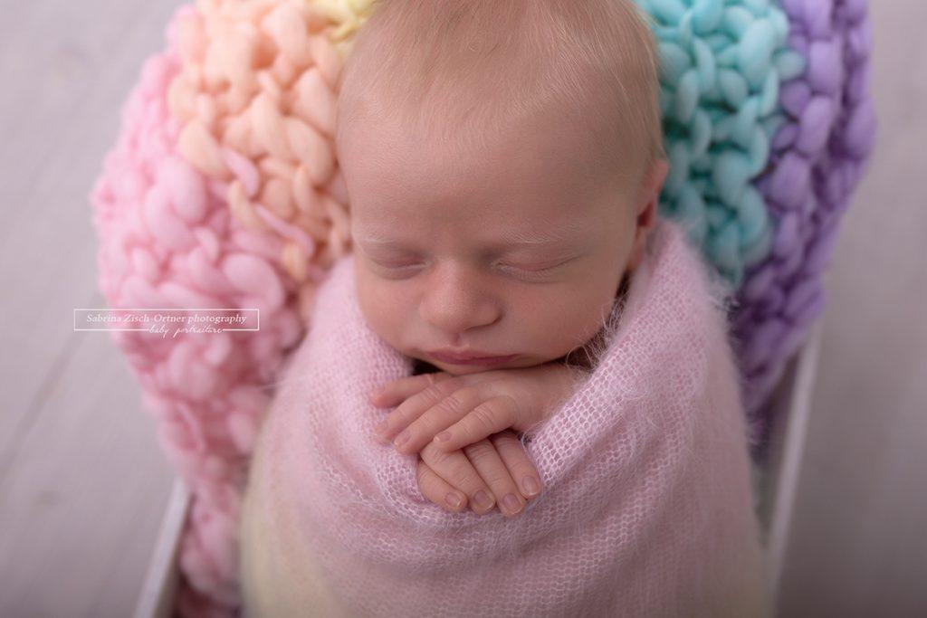 Regenbogen Accessoires für Neugeborenen Fotoshootings bei Fotografin Zisch-Ortner