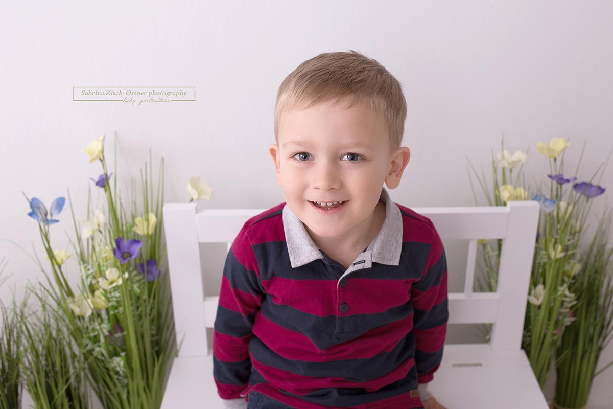 Frühlingsmini Session mit einem tollen lächeln des großen Bruders