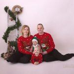 Weihnachtspullis Rentier und ein kleiner Elf in der Mitte