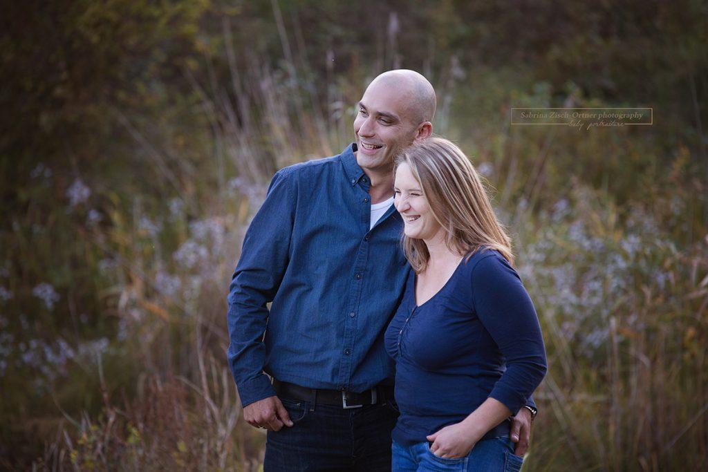 wunderhübsches natürliches Portrait der glücklichen Eltern