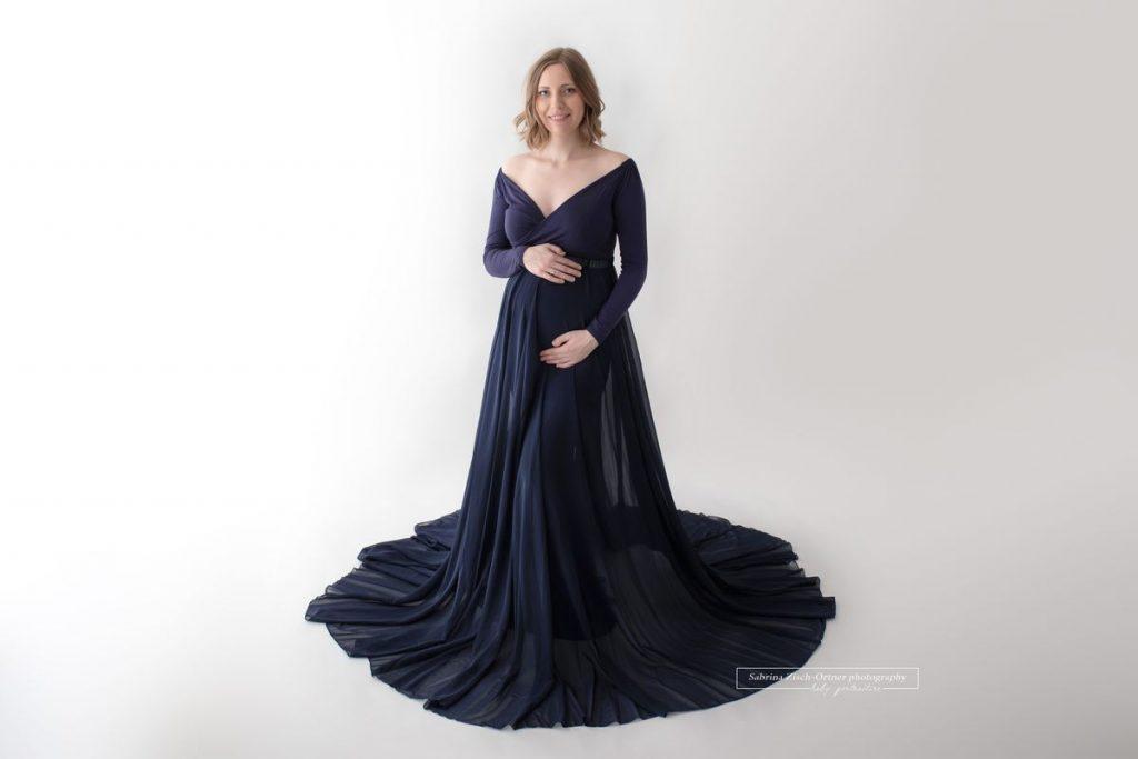 langärmliges dunkelblaues Babybauchkleid mit dem dazupassenden Chiffon Rock