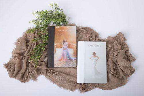 Babybauch Kleider Kataloge im Fotostudio bei Sabrina Zisch-Ortner