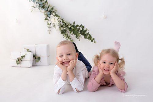 Bruder und Schwester ein tolles Geschwisterfoto