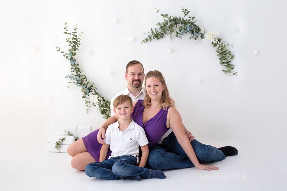 Familienweihnachtsfoto fuer das Fotoalbum 2020