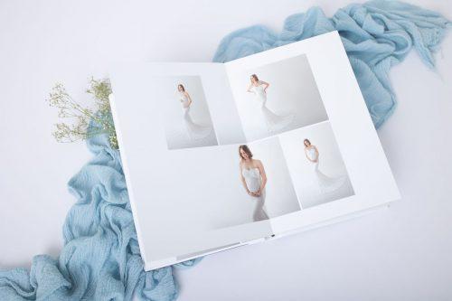 Fotoalbum mit Babybauch Bildern in Studio Kleidern