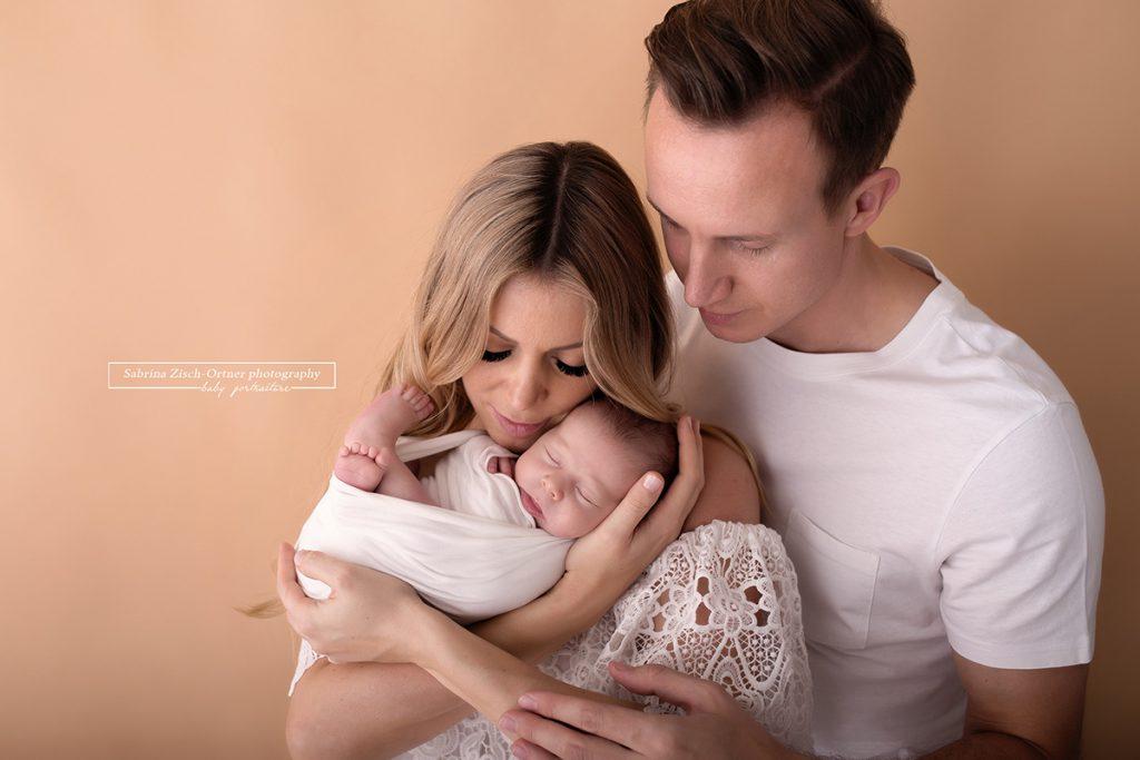 Eltern und ihr frischgebackenes Baby