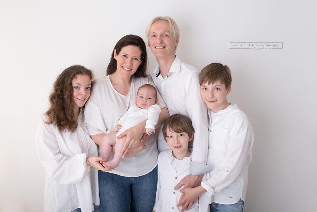 Familienfoto mit allen 3 Geschwistern
