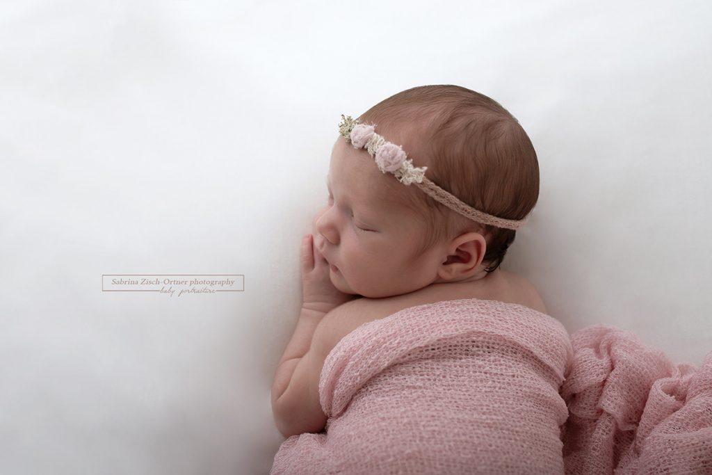 Haarband sowie Wrap in Zartrosa fuer das kleine Maedel